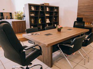 Mesa para salas de reunião